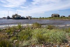 Vieux bateaux en Mer du Nord, le village de pêche Image libre de droits