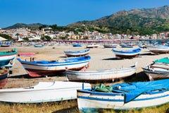 Vieux bateaux sur la plage, Sicile Photos libres de droits