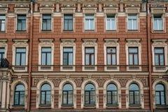 Vieux beau bâtiment dans le St Petersbourg Modèle de bâtiment Photos libres de droits