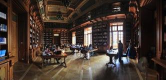 Vieux bibliotheque d'université roumaine Image libre de droits