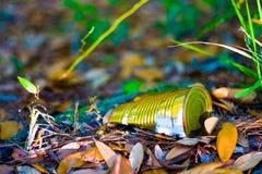 Vieux bidon au sol Photographie stock libre de droits