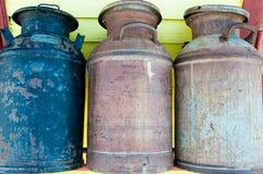 Vieux bidons de lait Photographie stock