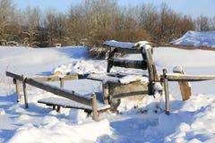 Vieux bien en hiver Image libre de droits