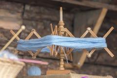 Vieux bobinier de laine photo libre de droits