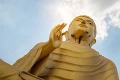 Vieux Bouddha dans le temple thaïlandais Images libres de droits