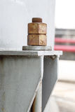 Vieux boulons et joints dans la centrale pétrochimique Images libres de droits