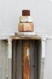 Vieux boulons et joints dans la centrale pétrochimique Photographie stock
