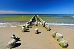 Vieux brise-lames en bois allemand sur la mer baltique Photos libres de droits