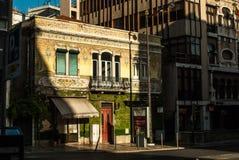 Vieux bâtiment dans la lumière lumineuse d'après-midi, Lisbonne Portugal july2015 Photographie stock