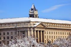 Vieux bureau de poste de département du commerce après neige Images libres de droits