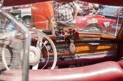 Vieux cabriolet de Mercedes Benz - intérieur Photo stock