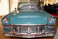Vieux cabriolet russe vert ZIL Photos libres de droits