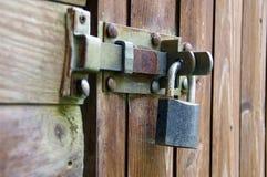Vieux cadenas sur la porte photo libre de droits