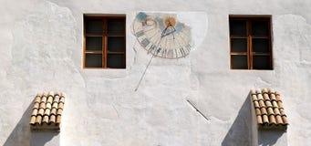 Vieux cadran solaire au monastère dominicain, Bolzano image libre de droits