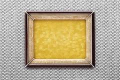 Vieux cadre de tableau sur un fond argenté Photographie stock libre de droits