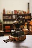 Vieux café de rectifieuse Photographie stock libre de droits