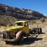 Vieux camion abandonné dans le désert. Image stock