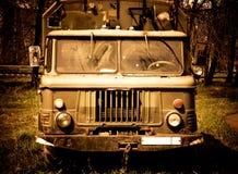 Vieux camion avec la teinte rouge Photographie stock libre de droits