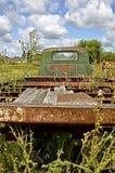 Vieux camion de couche horizontale de séance d'entraînement Photos stock