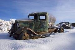 Vieux camion de cru de ranch de bétail, neige de l'hiver Image libre de droits