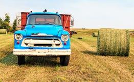 Vieux camion de foin Photos libres de droits