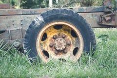 Vieux camion de pneu et de roue Images stock