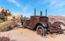 Vieux camion se rouillant loin Photos libres de droits