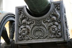 Vieux canon à Moscou Kremlin Site d'héritage de l'UNESCO Photographie stock libre de droits