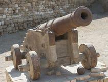 Vieux canon à un fort de tabouret Image stock