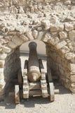 Vieux canon à un fort de tabouret Image libre de droits