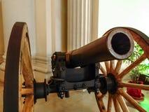 Vieux canon de guerre photo stock