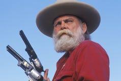 Vieux canons occidentaux de retrait de manieur de pistolet Photographie stock