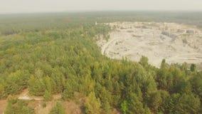 Vieux canyon d'extraction de pierre de granit banque de vidéos