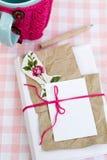 Vieux carnet pour des notes d'amour et et acup dans un chandail Photographie stock libre de droits