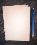 Vieux cartes de papier et crayon Photo libre de droits