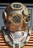 Vieux casque de plongée du marine américain Photo stock