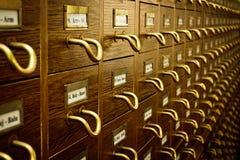 Vieux catalogue de carte de bibliothèque images stock