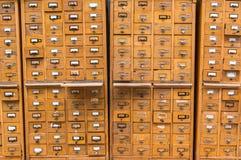 Vieux catalogue sur fiches en bois Photo libre de droits