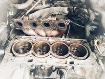 Vieux centre de service des réparations de voiture de pièces de rechange de voiture image libre de droits