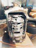 Vieux centre de service des réparations de voiture de pièces de rechange de voiture photo libre de droits