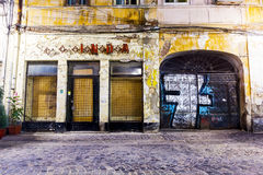 Vieux centre de ville de Bucarest avant restauration Photo stock