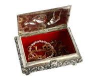 Vieux cercueil argenté de cercueil avec des bijoux images libres de droits