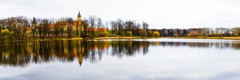 Vieux château pendant l'après-midi d'automne Photos stock