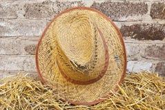Vieux chapeau de paille Photographie stock