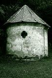 Vieux chapelle avec le plâtre criqué Photographie stock libre de droits