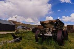 Vieux chariot abandonné dans une ville fantôme américaine Images libres de droits