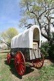 Vieux chariot couvert occidental Photographie stock libre de droits