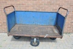 Vieux chariot en métal Images stock