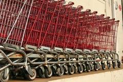 Vieux chariots déclassés d'épicerie Images libres de droits