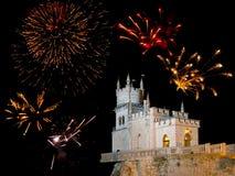 Vieux château et feux d'artifice Image libre de droits